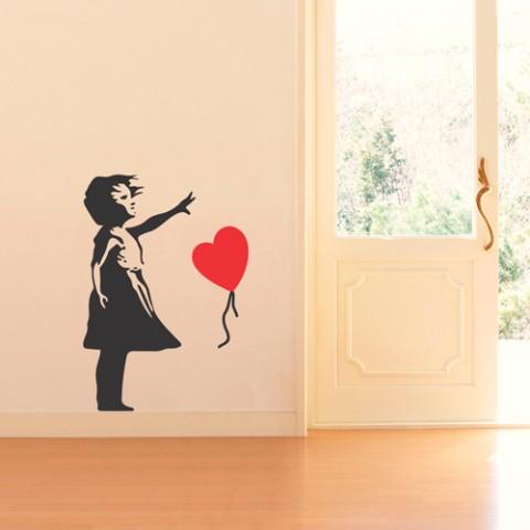 adesivo-de-parede-menina-com-balão